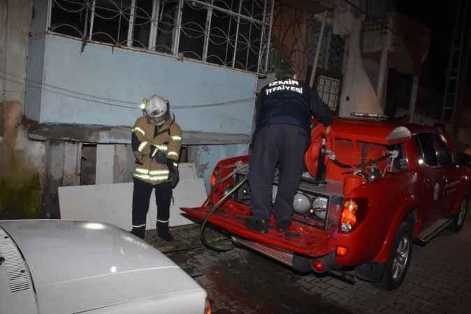 İzmir'de 3 katlı binanın giriş katında yangın paniği