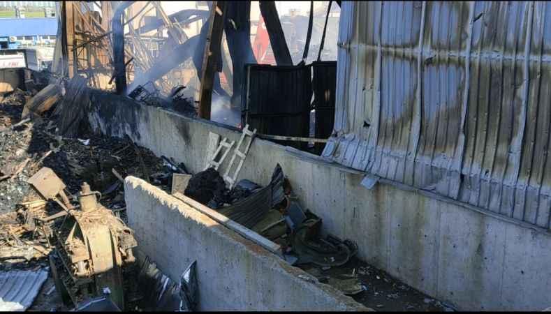 Kocaeli'deki geri dönüşüm fabrikasında yeniden çıkan yangın söndürüldü