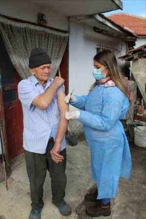 Sakarya'da 75 yaş ve üstünün aşılanmasına devam ediliyor