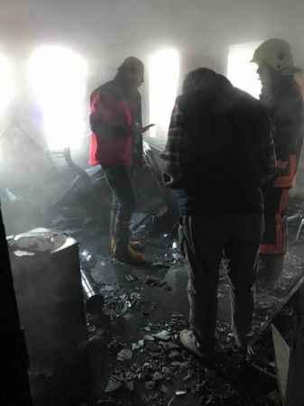 Üç kişilik ailenin yaşadığı evde yangın çıktı