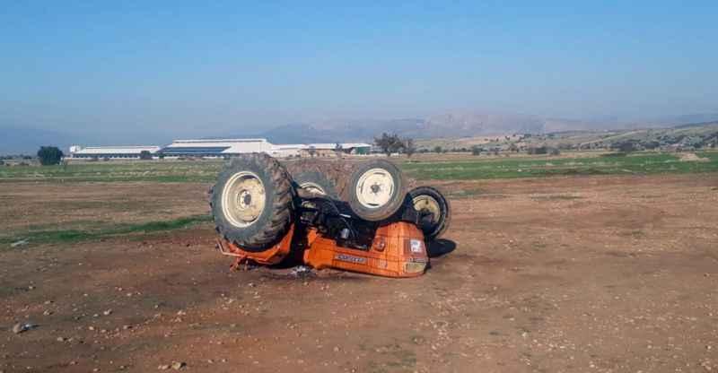 Drift yaparken devrilen traktördeki 3 kişi yaralandı