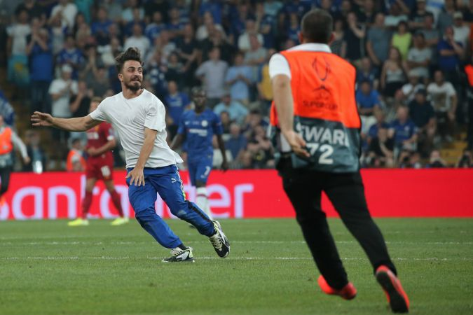 UEFA Süper Kupa Final maçında sahaya atlayan Youtuber'a 1 yıl 8 ay hapis