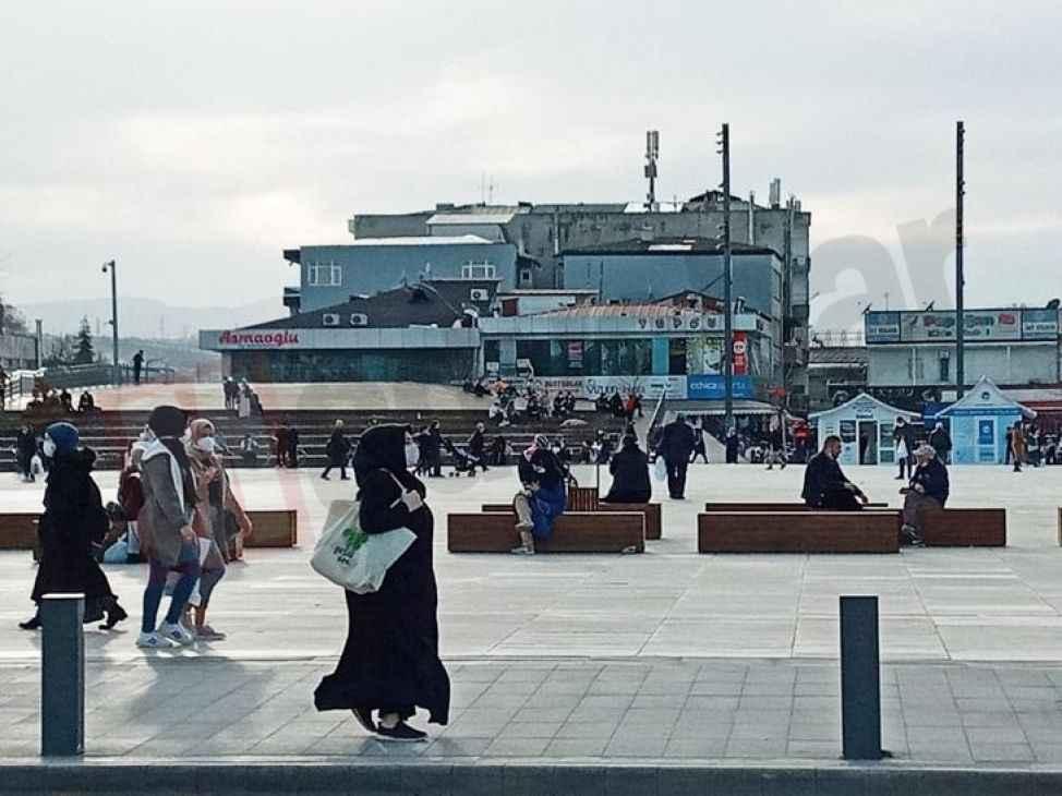 Güzel hava sokakları doldururken pandemiyi unutturdu