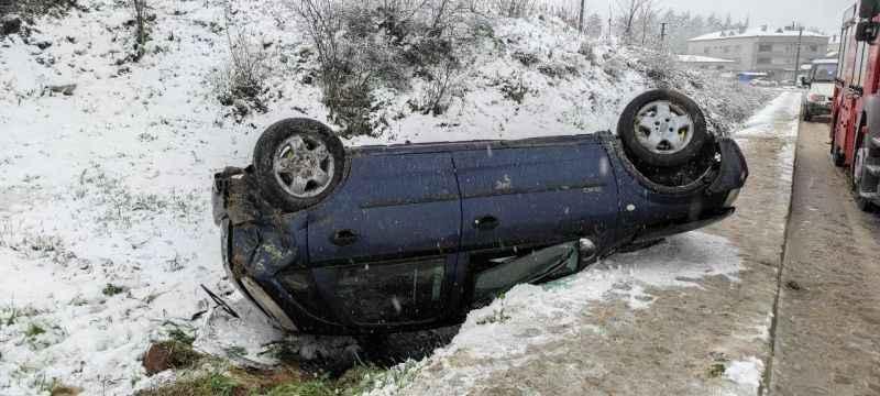 Ferizli'de takla atan otomobilin sürücüsü yaralandı