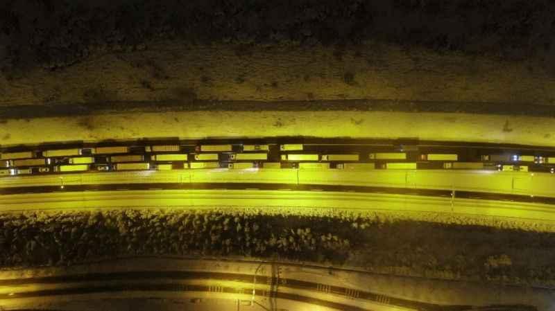 Yoğun kar yağışı TEM'i kapattı, sürücüler yolda mahsur kaldı