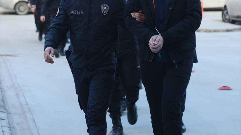 Ankara'da hücre evlerine düzenlenen operasyonda firari 13 FETÖ şüphelisi gözaltına alındı