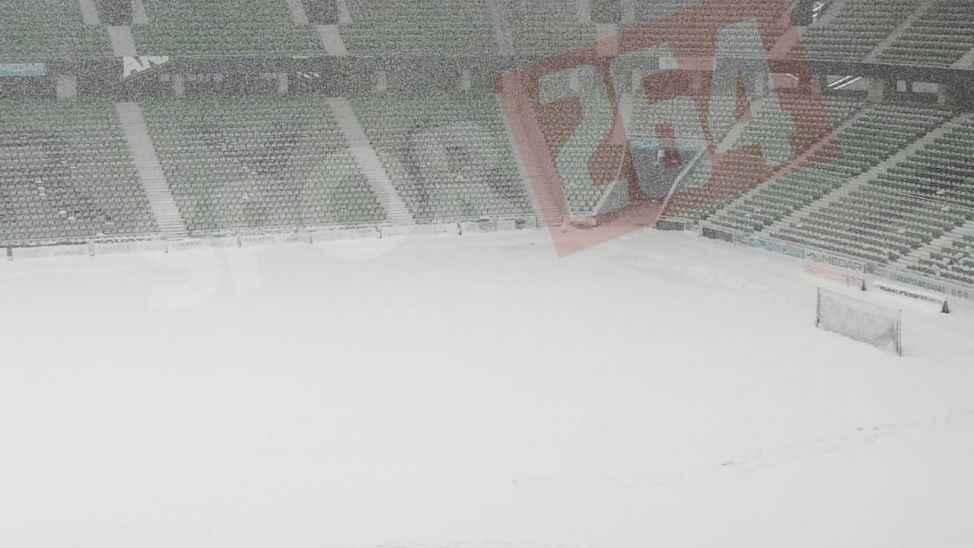 Atatürk Stadyumu'nda son durum! Karla mücadele sürüyor
