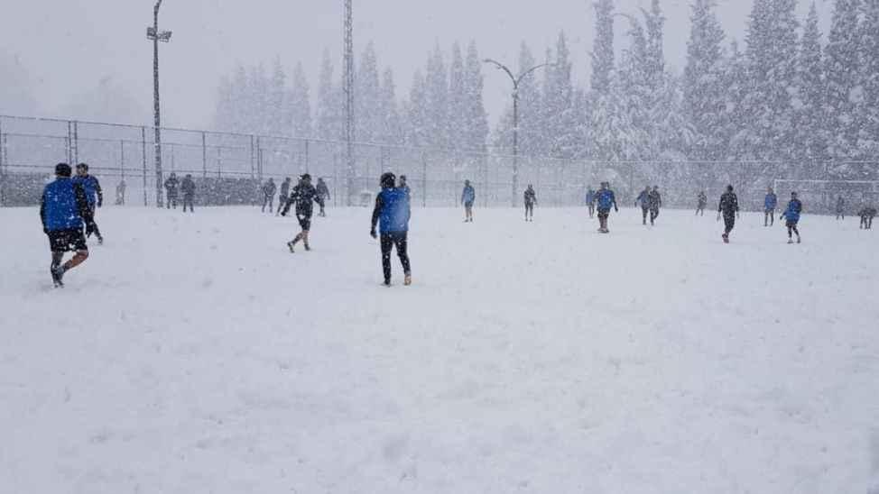 Sakaryaspor, Vanspor maçının hazırlıklarını kar yağışında sürdürdü