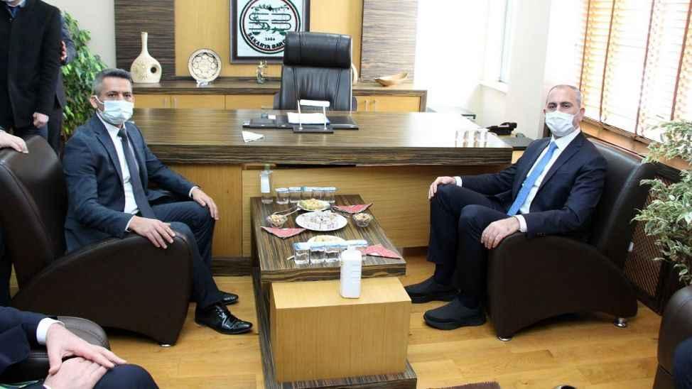 """Baro Başkanı Burak, Bakan Gül'den istedi; """"Adliye merkeze yapılsın"""""""