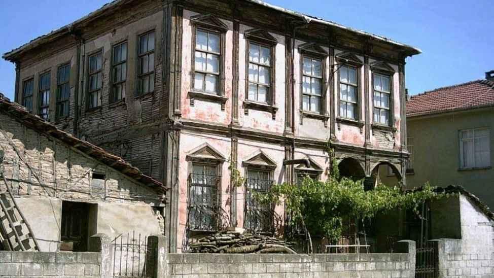 Geyve'de 130 yıllık ev açık artırma usulü ile satılacak
