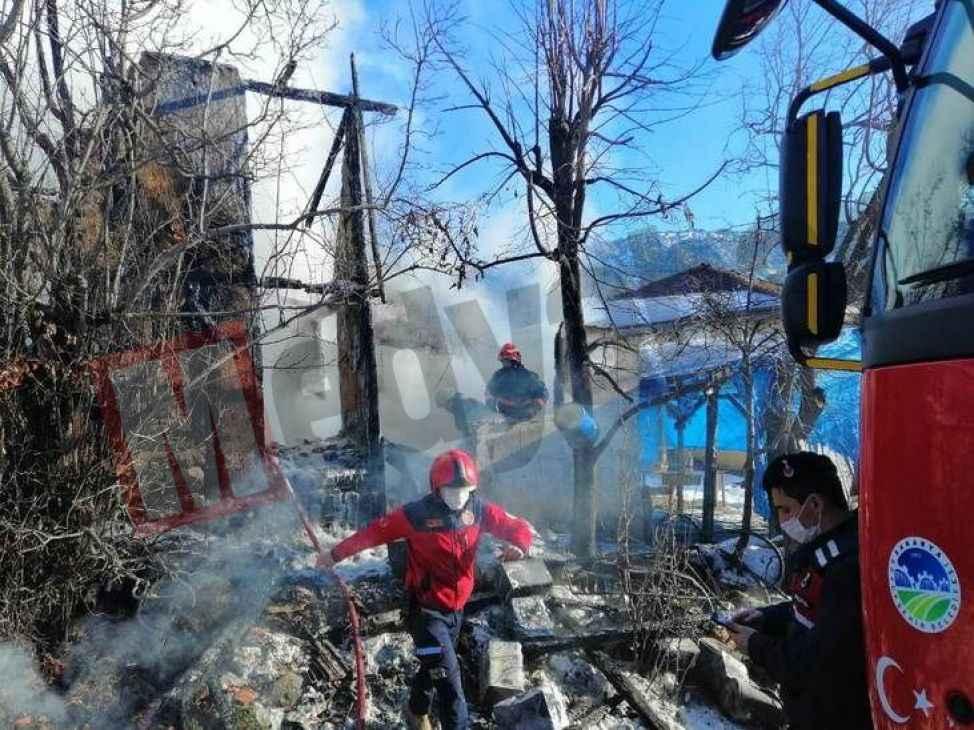 Vernik kutularının olduğu depoda çıkan yangın söndürüldü