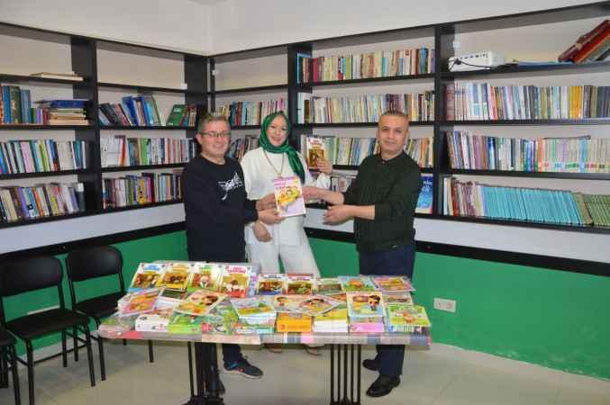 Sakarya'da bir okul müdüründen Engelliler ve Yardımlaşma Derneği'ne 500 kitap hediye