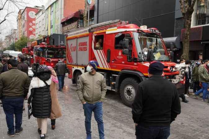 Esenler'de yangında can pazarı; küçük çocuğu 3. kattan battaniyeye attı