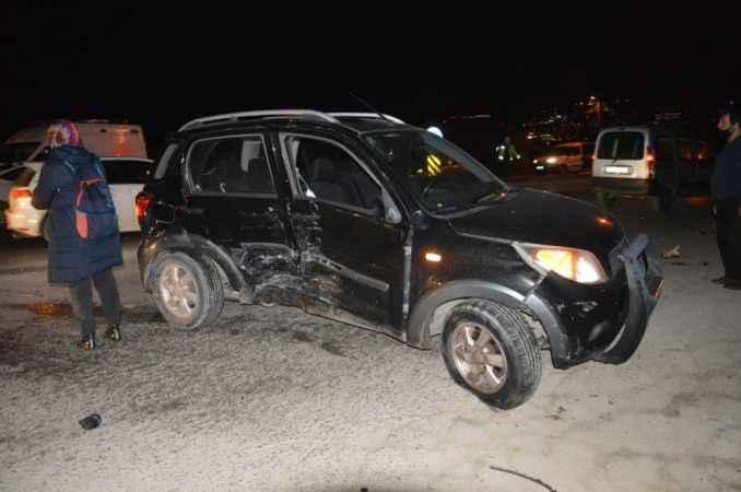 Cadde savaş alanına döndü... Arifiye'de korkutan kaza!
