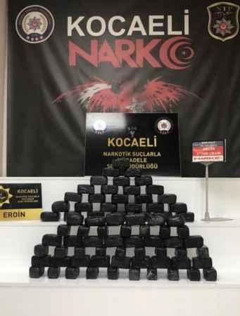 Kocaeli'de Anadolu Otoyolu'nda durdurulan otomobilde 27,5 kilo eroin ele geçirildi