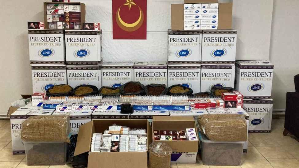 Akyazı'da kaçak sigara baskınları! Yüzlerce paket yakalandı