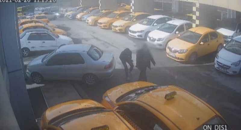 İstanbul'da bankadan çıkanlara kapkaç yapan şüpheliler kamerada