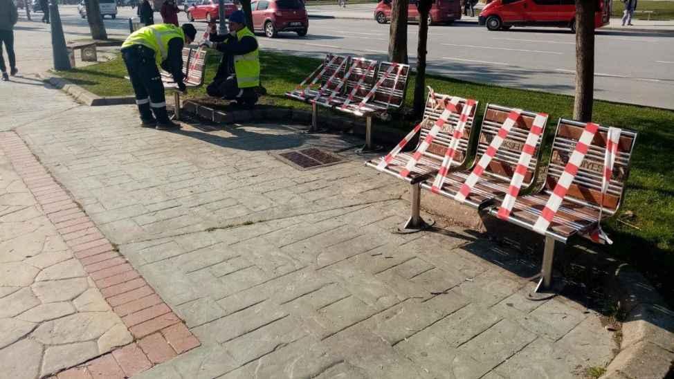 Oturma alanları şeritlerle kapatılıyor