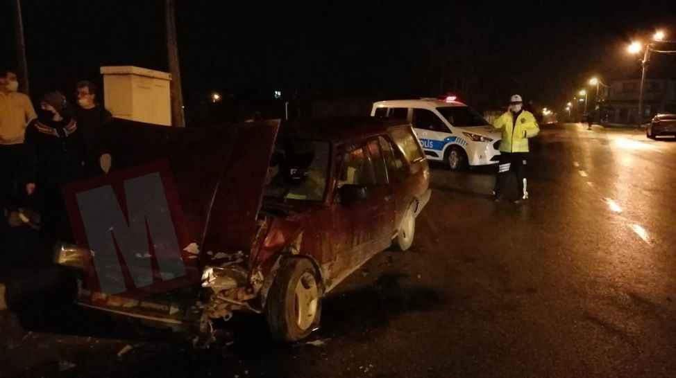 Akyazı'da kaza! Kafa kafaya çarpıştılar: 2 yaralı