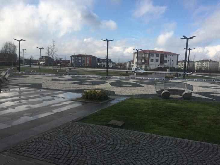 Akyazı'da bu da oldu... Parklar halka kapatıldı