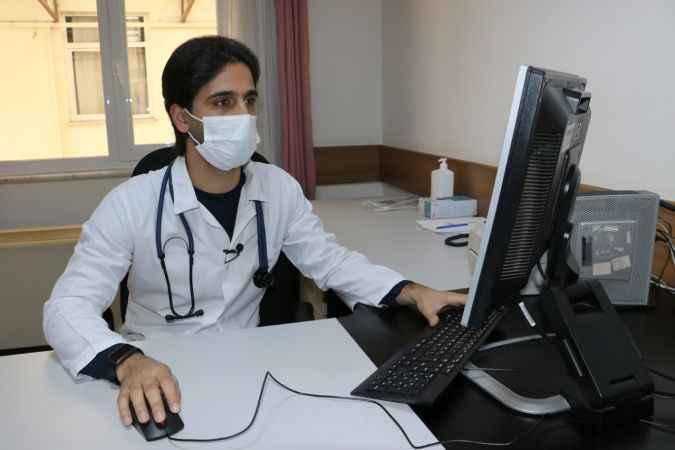 Esed rejimi yüzünden yarım bıraktığı doktorluk hayalini Sakarya'da gerçekleştirdi