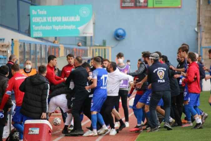 Karabük'te maç sonrası sahada arbede çıktı