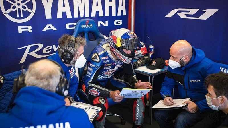 Milli motosikletçi Toprak Razgatlıoğlu İtalya'daki resmi testte en iyi zamanı yaptı