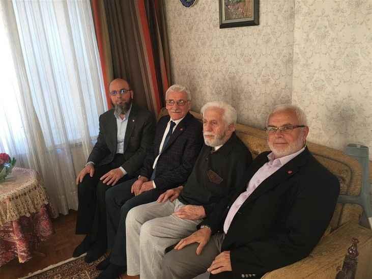 Demokrat Partili babanın oğlu  andımız tartışmasına katıldı Yeni CHP'li Cihangir İslam: Hayvanlara göre