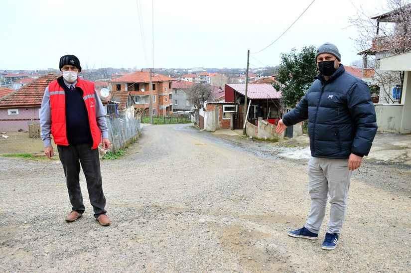 Karasu Belediyesi'nin unuttuğu sokak! 10 yıldır asfalt bekliyorlar