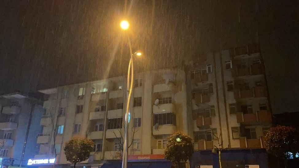 Şehirde sağanak yağış aralıklarla etkili oluyor