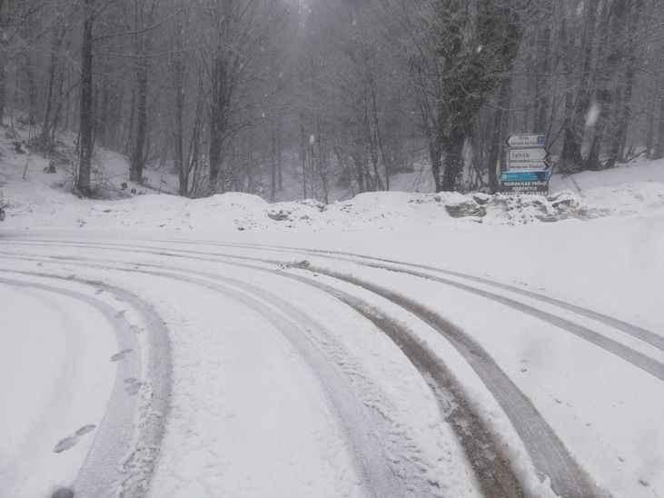 Kocaeli'nin yüksek kesimlerinde kar etkili oluyor