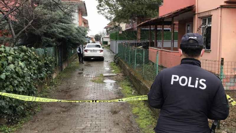 Kocaeli'de park halindeki otomobile pompalı tüfekle ateş açıldı