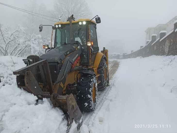 Akyazı'da kar kalınlığı bir metreyi geçti!