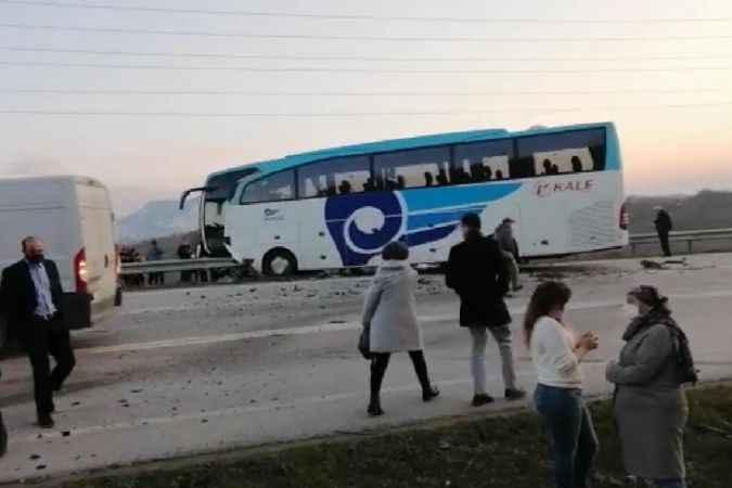 Kocaali Yolunda  otobüs ile otomobil çarpıştı: 3 ölü, 10 yaralı