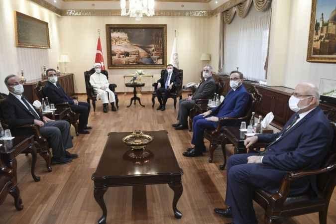 Oktay'dan Diyanet İşleri Başkanı Erbaş'a geçmiş olsun ziyareti