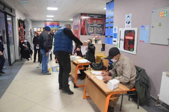Kocaeli'de yaşayan çifte vatandaşlar Bulgaristan'daki genel seçimler için sandık başında