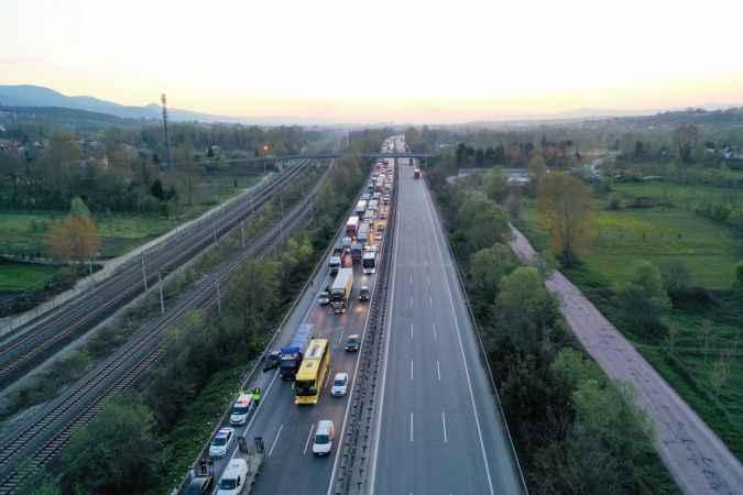 Anadolu Otoyolu Kocaeli kesimindeki trafik kazasında 6 kişi yaralandı