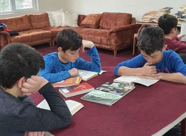 Hendekli muhtar çocuklara kitap okuma alışkanlığı kazandırıyor