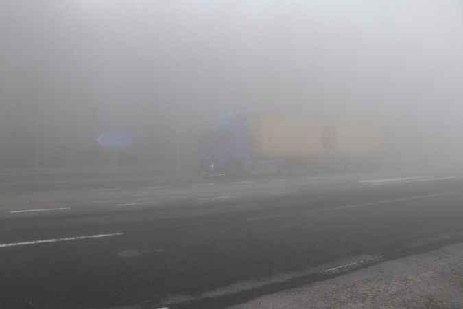Bolu Dağı'nda sis görüş mesafesini 5 metreye düşürdü