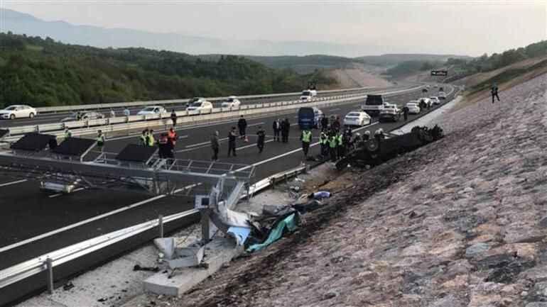 Konsolosluk aracı Sakarya sınırında kazaya karıştı... 4 kişi can verdi