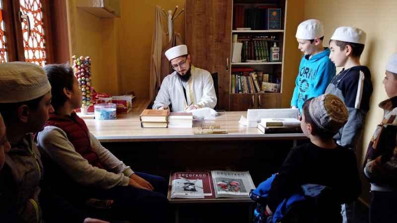 """Sakarya'da imam """"Bu Camide Çocukların Dokunulmazlığı Vardır"""" projesiyle çocukları camiye alıştırıyor"""