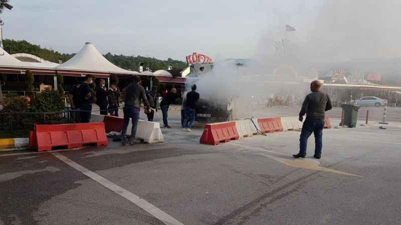 Seyir halindeyken yanan kamyonet kullanılamaz hale geldi
