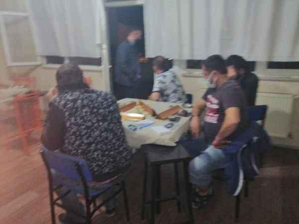 Bursa'da spor kulübü lokalinde kumar oynayan 17 kişiye 108 bin 120 lira ceza