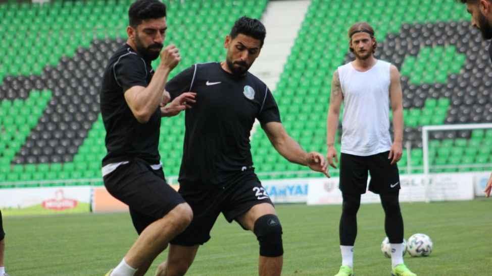 Atatürk Stadyumu'nda kıran kırana antrenman!