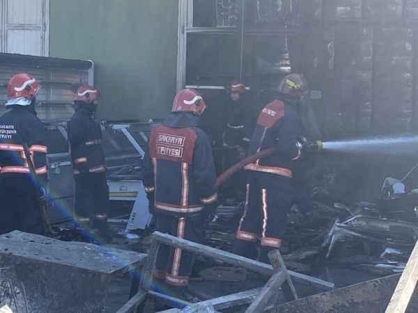 Sakarya'da kuru gıda deposunda yangın hasara neden oldu