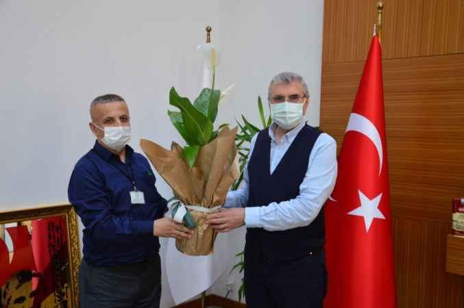 Sakarya Engelliler ve Yardımlaşma Derneği yetkililerinden Büyükşehir Belediye Başkanı Yüce'ye ziyaret