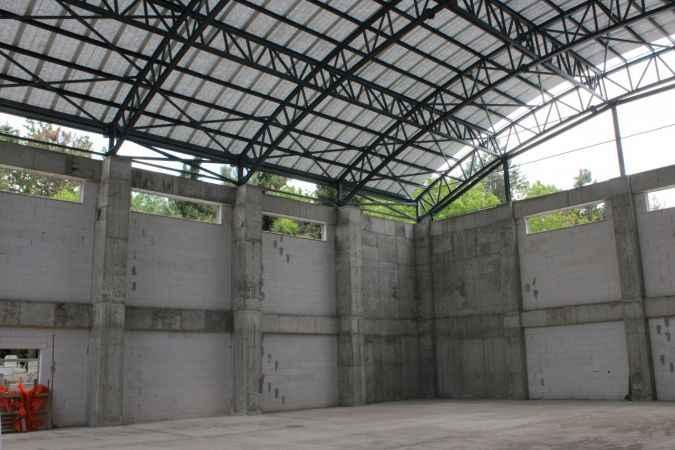 Söğütlü'de 1000 kişilik kapalı spor salonunun tamamlanması için çalışmalar hızlandırıldı