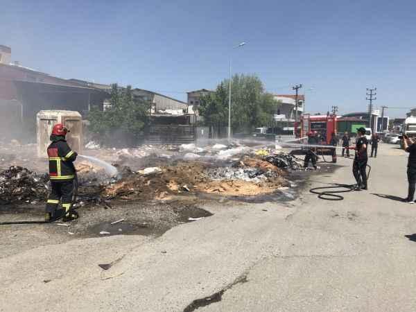 Sakarya'da mobilya atıklarının bulunduğu alanda çıkan yangın söndürüldü