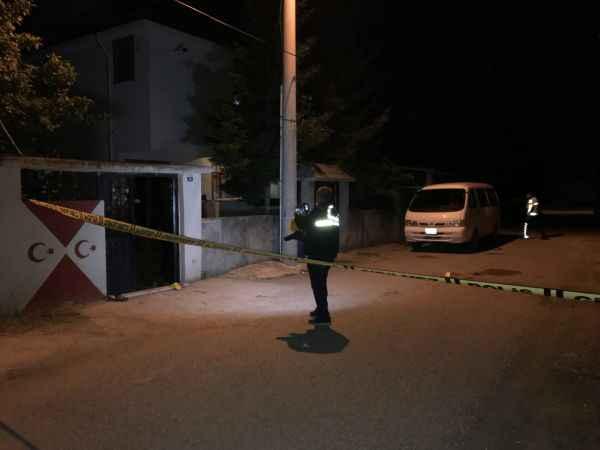 Sakarya'da akrabalar arasında çıkan bıçaklı baltalı kavgada 3 kişi yaralandı