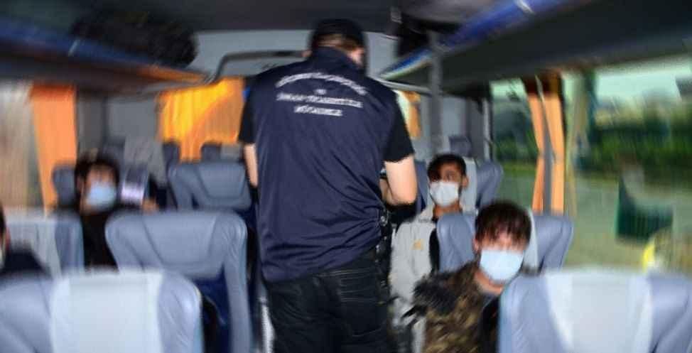 Anadolu Otoyolu'nda 23 göçmen yakalandı